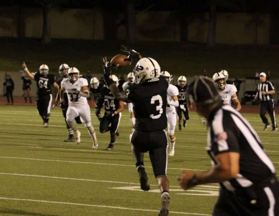 Senior+Shy+Stephens+Deary+catches+a+pass+and+runs+in+for+a+touch+down+at+the+Permian+vs.+Lee+Homecoming+game.